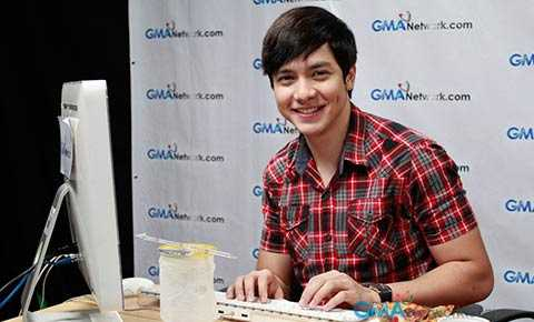 Alden interacted with his fans via the GMANetwork.com Live Chat last September 7,2012.