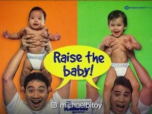 LOOK: Diaper print ad nina Michael V at Ogie Alcasid kasama ang kanilang mga anak