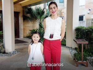 Bettinna Carlos and daughter Gummy, celebrity guests ng isang sikat na fast food chain event