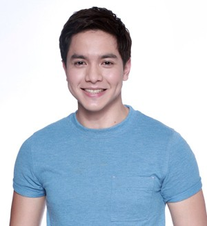 Alden Richards wants to join the Papal visit crowd
