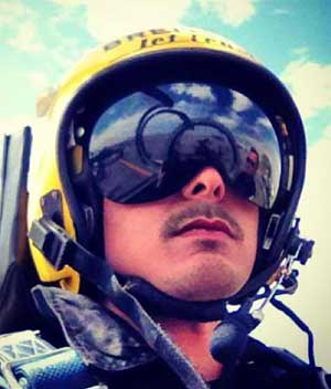 Dingdong fulfills his dream of flying with the Breitling Jet team