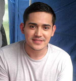 ... Robert are very close' -- <b>Paolo Contis</b> | GMANetwork.com - Entertainment ... - _i_hope_my_kids_will_stay_very_close_to_me_just_like_how_lynette_and_robert_are_very_close__--_paolo_contis_1388045015