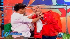 Wowowin: Lalaking contestant, nag-request ng kiss sa dancer