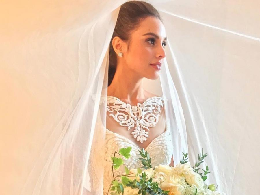 LOOK: Max Collins stuns in a custom Francis Libiran wedding gown ...