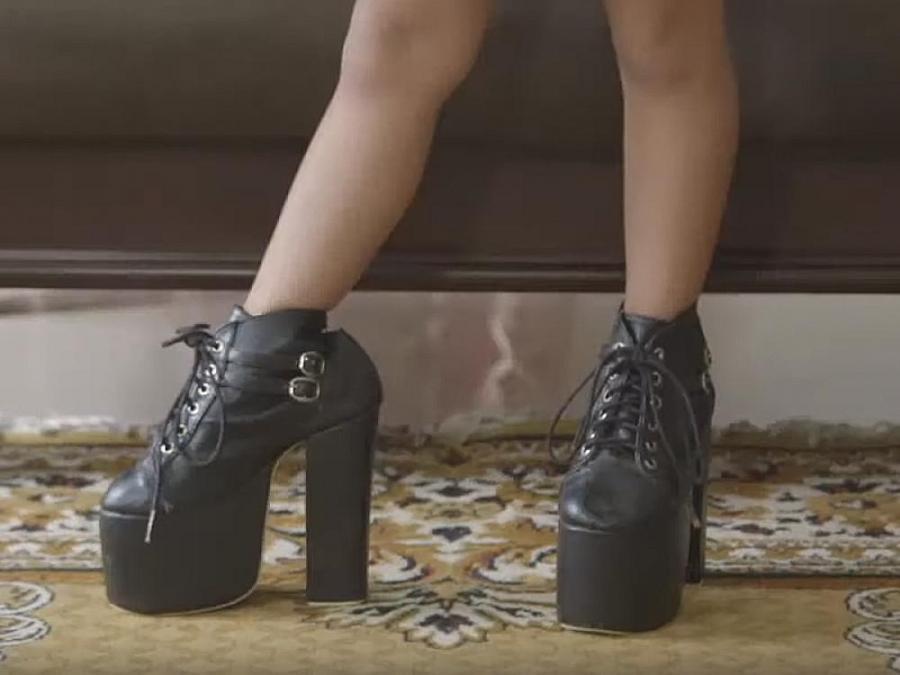 kids wear high heels