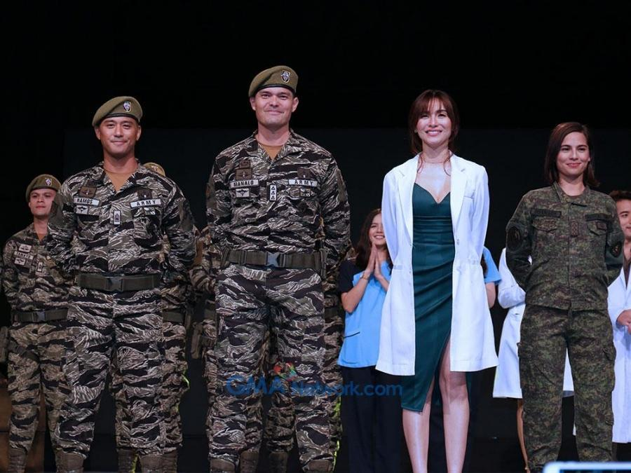 IN PHOTOS: At the media conference of Dingdong Dantes and Jennylyn Mercado-led series 'Descendants of the Sun Ph' - Descendants of the Sun (The Philippine Adaptation) - TV - GMA Entertainment - Online Home of Kapuso Shows and Stars - Photo IN PHOTOS: At the media conference of Dingdong Dantes and Jennylyn Mercado-led series 'Descendants of the Sun Ph' - 웹