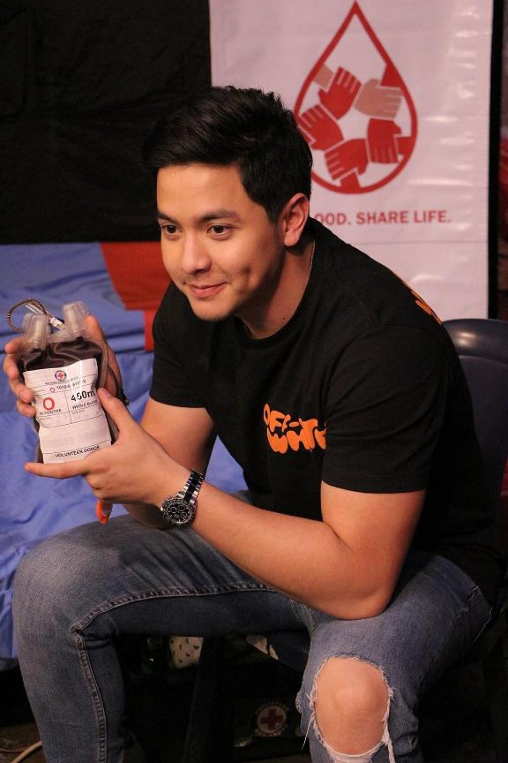 Alden Richards joins Kapuso Bloodletting Day for the second consecutive year.