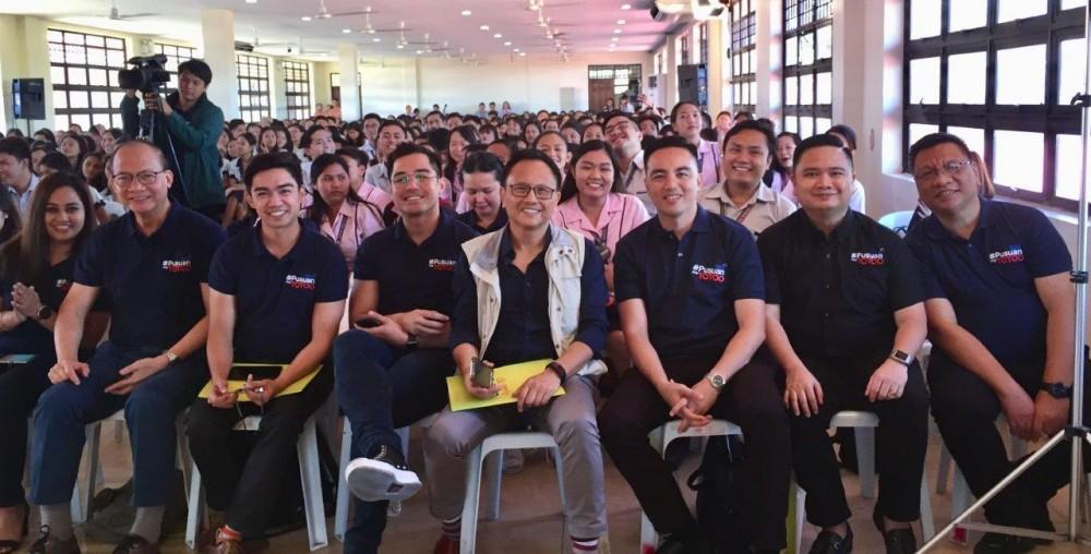 GMA Regional TV Vice President and Head Oli Amoroso (2nd from right) joins GMA Western Visayas Station Manager Jonathan Cabillon (rightmost) and One Western Visayas anchor Atty. Sedfrey Cabaluna (3rd from right) and the panelists at the Kapuso Campus Tour: The Regional Masterclass Series at the West Visayas State University in Iloilo City.