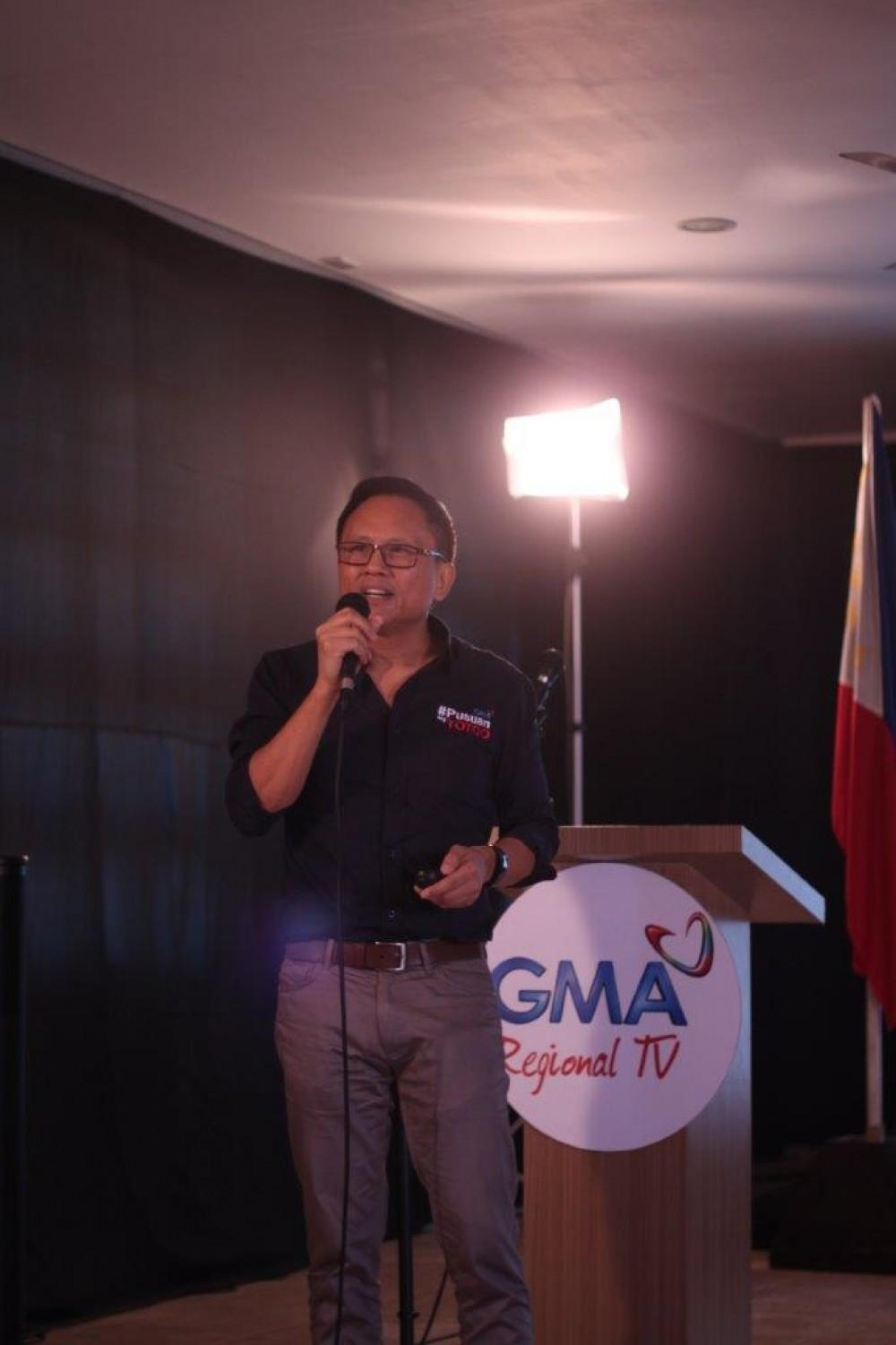 Howie Severino talks about fake news during the Kapuso Campus Tour: The Regional Masterclass Series at the West Visayas State University in Iloilo City.